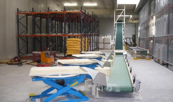 CONVOYEURS A BANDE PVC AVEC TABLE ELEVATRICE